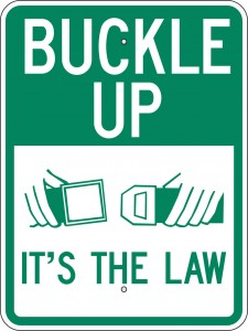 Bouclez votre ceinture, c'est la loi.